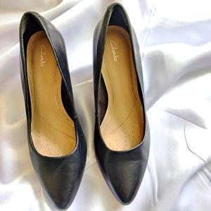 Clark's Black Pointed Toe Formal Pumps